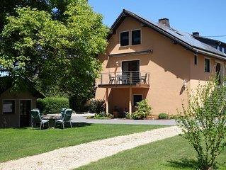 Komfort. Ferienwohnung für 9 Personen mit separatem Gartenhaus und Sauna, Eifel