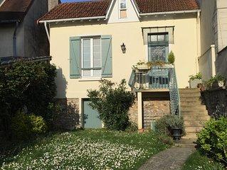Charmante maison de bord de Marne avec jardin entre Paris et Disneyland