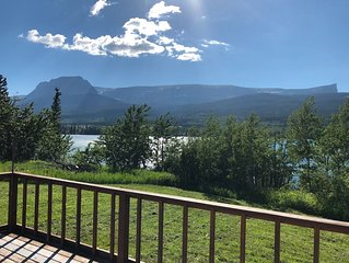 Beautiful family lake house getaway, just 5 minutes from Glacier National Park