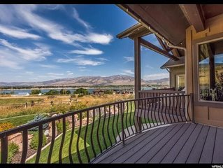 Extreme Monthly Discounts! Unobstructed Lake View 10 min to Snowbasin, Sleeps 16
