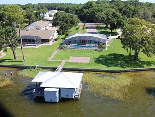 Stay on the Seaplane Lake 100ft from City of Tavares