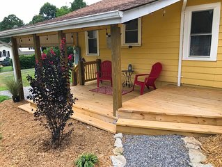 Little Yellow Countryside Cottage Close to Asheville and Adventure! EcoCleaned!