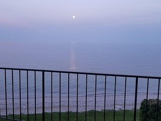 2 Bdrm Waterfront condo in beautiful Algoma, minutes to Door County and Lambeau