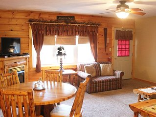 Blessings Lodge - Two-Bedroom Fireplace/Jacuzzi Suite - Ohio's Amish Country