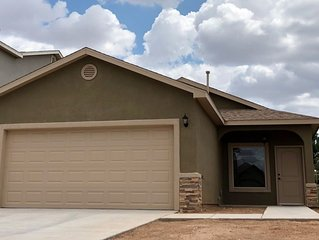 Super Cute East Mesa Home.    Internet & TV Included.