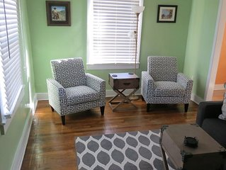 Cozy house, private patio, in the center of town--walk everywhere