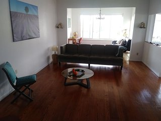 Spacious Charmer East Bay Home for up to 11 people. 寬大迷你风格