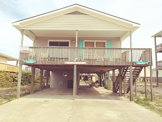 COZY OCEAN SIDE COTTAGE JUST STEPS TO THE BEACH AND OF COURSE PET FRIENDLY!!