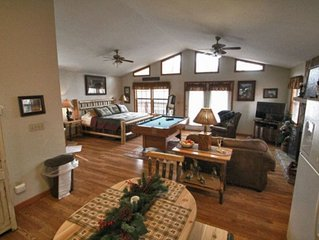 Hemlock Haven:  A Cozy Mtn Retreat Located between Pigeon Forge and Gatlinburg!