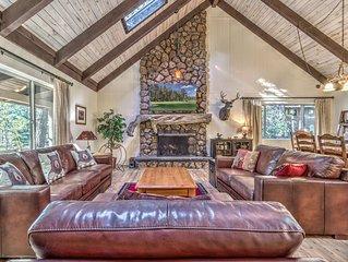 NEW! Pinetop Cabin - Deck, Fireplace & Lake Views!