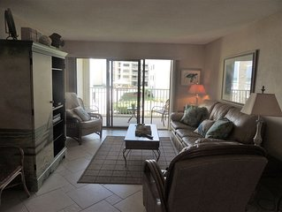 Oceanview 2/2 Condo Directly on the Beach and Ready for your Enjoyment