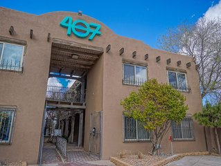 El Piso - 2BR 1.5BA wall to Old Town, right off I-40