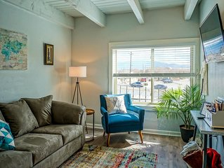King bed, 2 TV's, 1.5BA - walk to Old Town