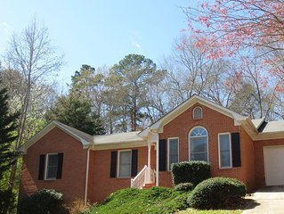Charming brick home mins from UGA & dwtn Athens. Sleeps 6 adults and 2 children.