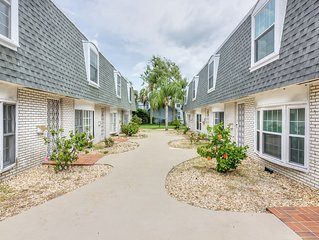Quiet and Lovely Boutique Townhome 3 Blocks from the Beach