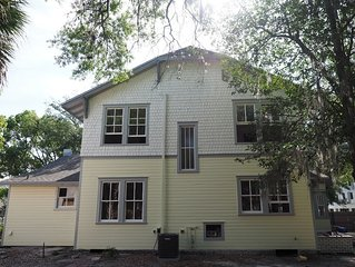 Next to UF and Downtown Amazing Location High End 5/5.5 Victorian House