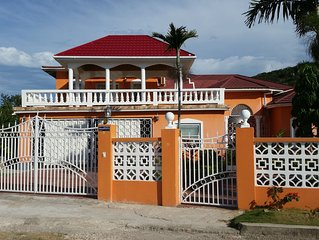 Family-Friendly House-3 Bedrooms, 3 bath house, close to major hotels, high way,