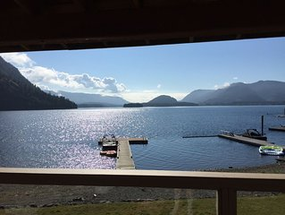 Beautiful Cowichan Lakefront Vacation House