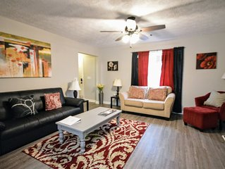 Comfy Convenient Classy - 1 mile to Interstate - sleeps 12