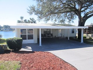 Cozy 2 Beds/2 Baths Lake Home on the Lake By The Villages, the Beaches & Disney!