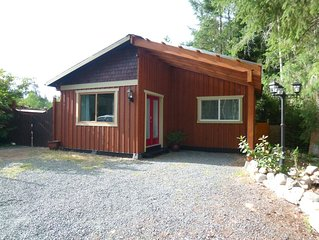 The Cedar Cottage - 1 bedroom and 1 bathroom private cottage.