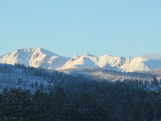 BELL ROCK RETREAT: PANORAMIC VIEW OF PIKES PEAK, 80 ACRES,  BABBLING CREEK