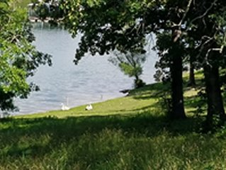 2 Bedroom Cabin on Table Rock Lake with Boat Slip and Resort Amenities