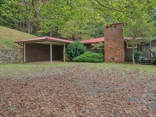 Cute Cottage w/ Fenced Yard, View, Firepit, Screened Porch, Carport, Private