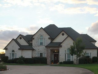 Gorgeous 6 bedroom lakefront home perfect for families and large groups