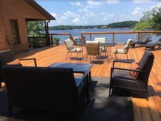 Robyn's Nest -- Lovely Lakefront Property with Expansive View
