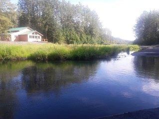 Spacious Brand New Private Suite w/Mountain Views on Salmon Creek | 6 mi to town