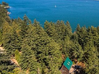NEW! Family Cabin. Beach Access, Stunning Views & Fun Outdoor Adventure Zone