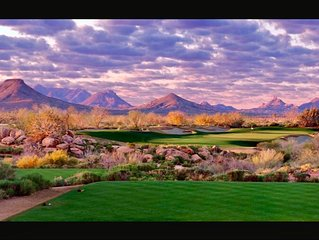 Beautiful Fountain Hills Home a short walk from it all!