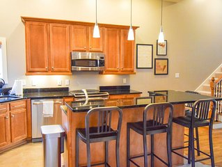 Beautiful Walk-able 3 Bedroom Downtown Condo With 7 Beds