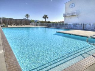 Gorgeous Decor, 3 Bdrm/2.5 Bath with Pool & Elevator-Close to BEACH-Sleeps 8