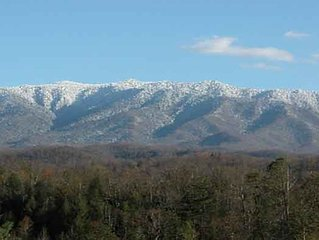 1 BR Couples Retreat in Gatlinburg Falls, Great Views, Arcade, HDTV, Hot Tub