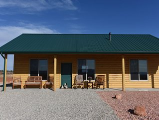 The Sunset Cabin - 2 Bedroom, 2 Bathroom, Full Kitchen, Living & W/D. Sleeps 6,