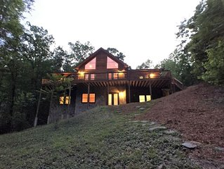 Spacious Log Home, Waterfront, Very Private, Book now for Family Vacations