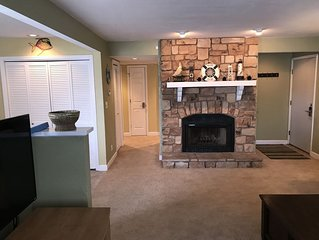 Compass Pointe 2BR/2BA *WiFi/Cable* Pool/Lake Access (King/Queen/Bunks)
