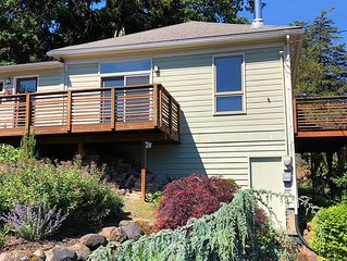 Hood River Gorge View Cottage | 3 Minute Walk To Town | The Perfect Getaway