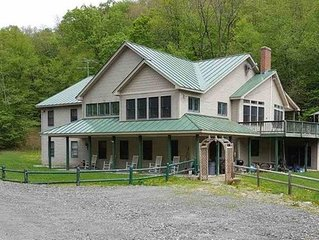 FAMILY FRIENDLY  4 Season Home for Large Groups, With Hot Tub