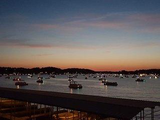 Lakefront Luxury on Lake Hamilton! Gorgeous views & newly decorated!