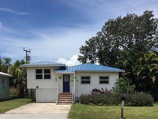 FMB Great Beach Cottage! 2 BD 2 BA * Walk to Beach & Times Sq * Fenced Yard!