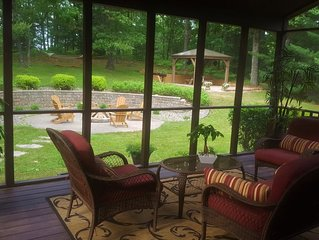 ***SANDROCK LODGE located on 2 Wooded Acres & 5 min from Wisc.Dells!