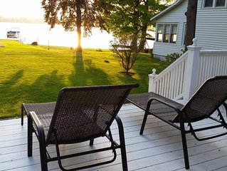 *Owasco Lake Waterfront* 4Season Porch & Master Suite. 6 beds / 10 people.