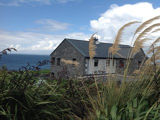 Luxury living on the Wild Atlantic Way, BBQ Grill, Free WIFI, Fireplaces!