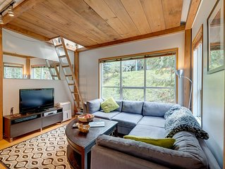 Walk to the Gondola! Cozy One Bedroom & Loft In Whistler Creek