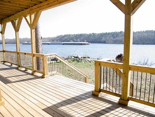 Beautiful Waterfront Home in Pickwick TN.  Awesome River views !!!