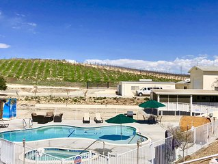 Luxury RV in Center of Temecula Wine Country. Spa, Sauna & vineyard view!