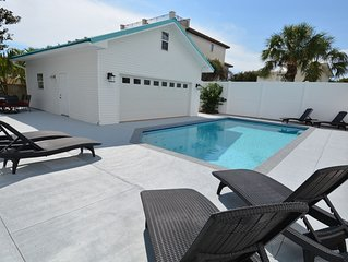 Luxurious hideaway 5 mins from private deeded beach access with pool